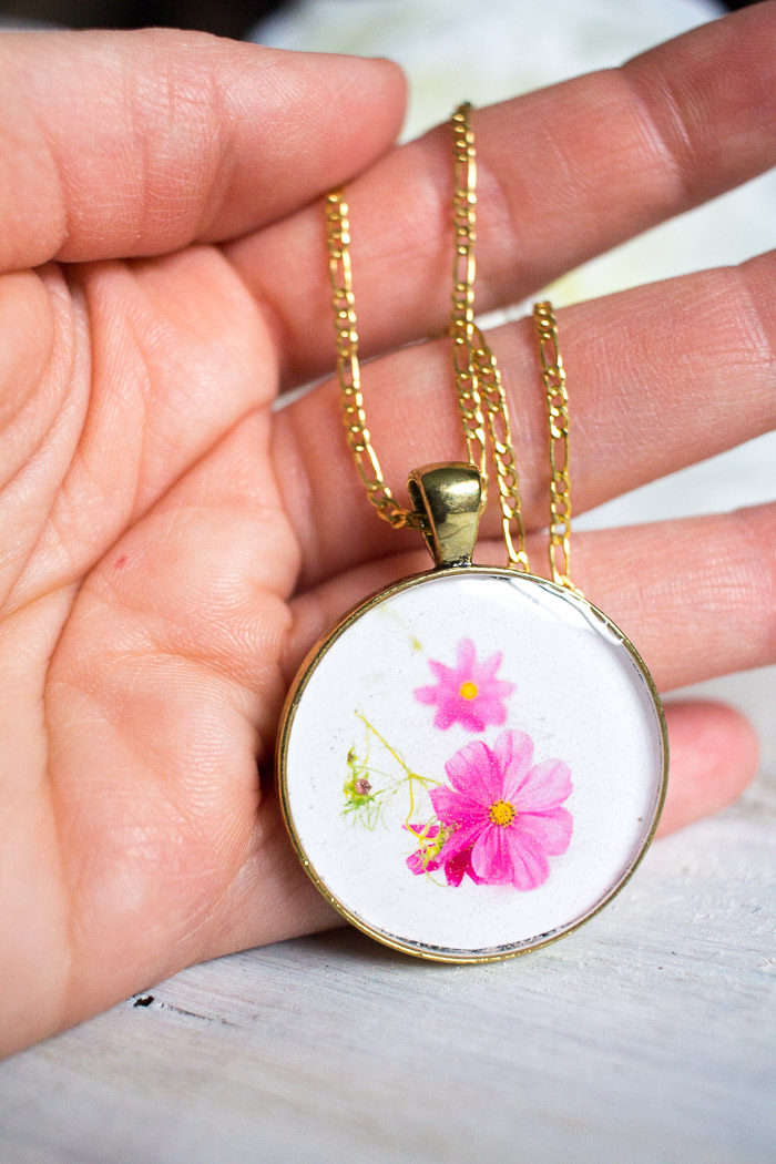 Beautiful DIY resin jewelry. Learn how to make your own birth month flower pendant with floral photos and resin. Great birthday, Mother's Day or Christmas gift idea for her.