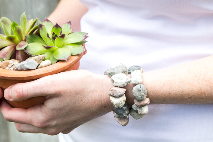 Learn how to make faux stone jewelry using modelling clay and items from your kitchen. A fun and earthy DIY accessory idea.