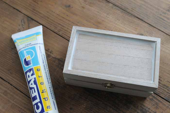 Learn how to add a marbled resin top to a jewelry box.