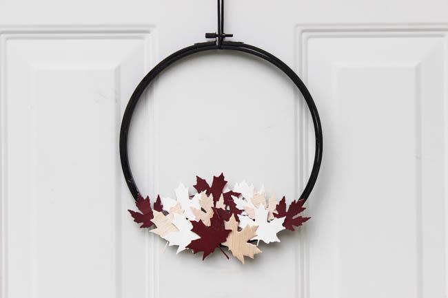 DIY crafts for canada day | DIY wreath | Resin Crafts | Canada Day projects | Resin DIY | Resin Decor | Canada Day project | Canada Day celebration | Party ideas for Canada Day | Canada Day Decor