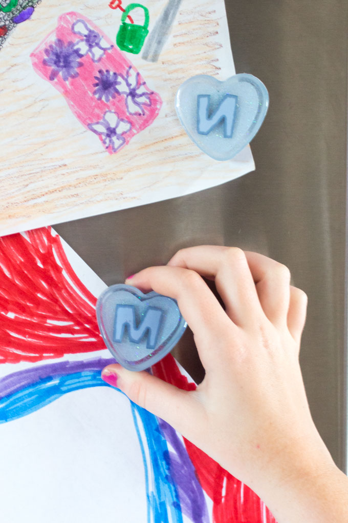 DIY heart fridge magnets made with resin. Full step-by-step tutorial for this back-to-school craft idea.
