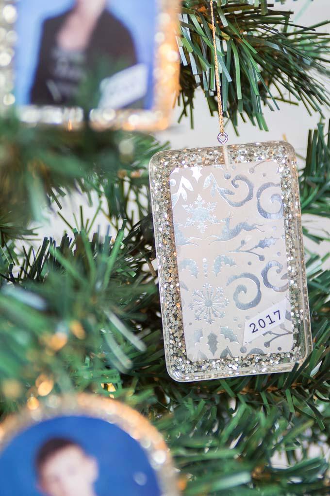 Beautiful DIY resin photo ornaments! Tutorial for Christmas ornaments with school photos. Gift idea for grandparents. #Christmasornaments #diyornaments #keepsake #giftforgrandma