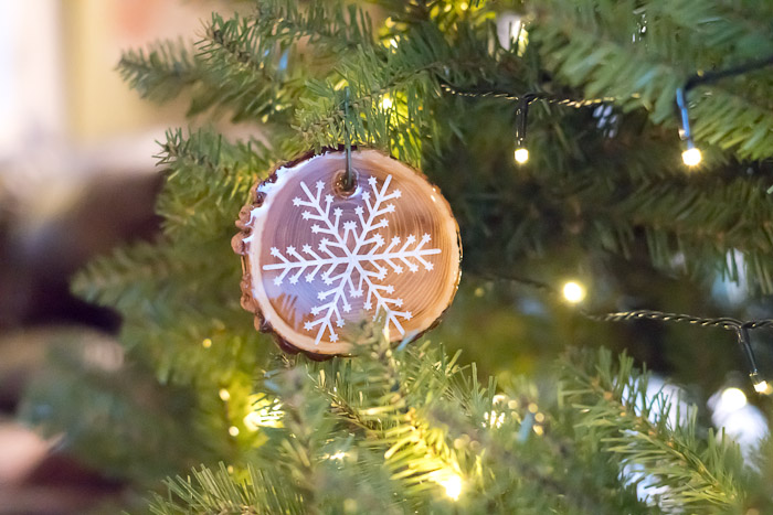 Resin Coated Merry Christmas Wood Slice Garland - these pieces would also make great ornaments