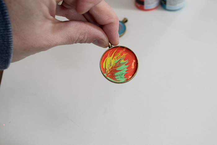 Paint and Resin Necklaces - drag paints in different patterns