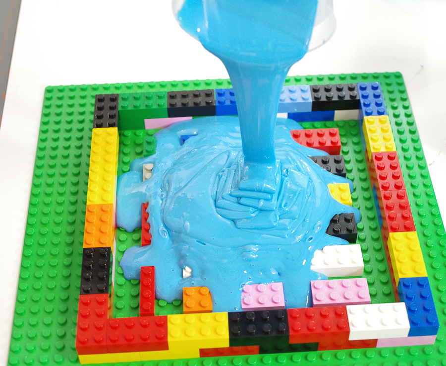 DIY Lego Mold using silicone rubber - keep pouring into same spot and fill the entire form