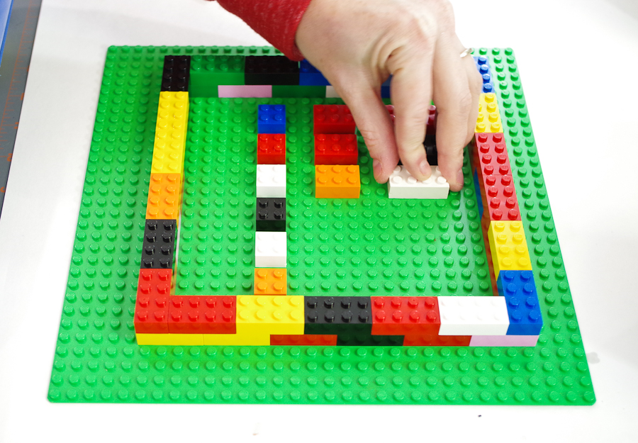 DIY Lego Mold using silicone rubber - Place the lego sizes you want molds of into the center seperated slightly
