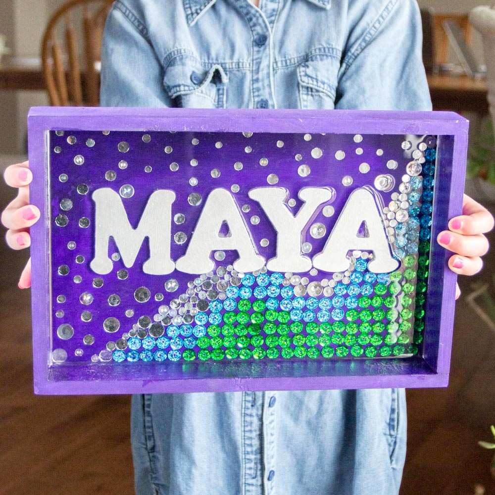 So pretty for a girl's bedroom! Shimmering mermaid wall art name plate with resin. #envirotexlite #resincrafts #resincraftsblog