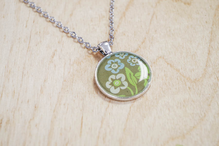 DIY paper and resin pendants - finished green floral pendant
