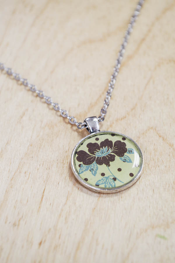 DIY paper and resin pendants - finished yellow brown flower resin pendant