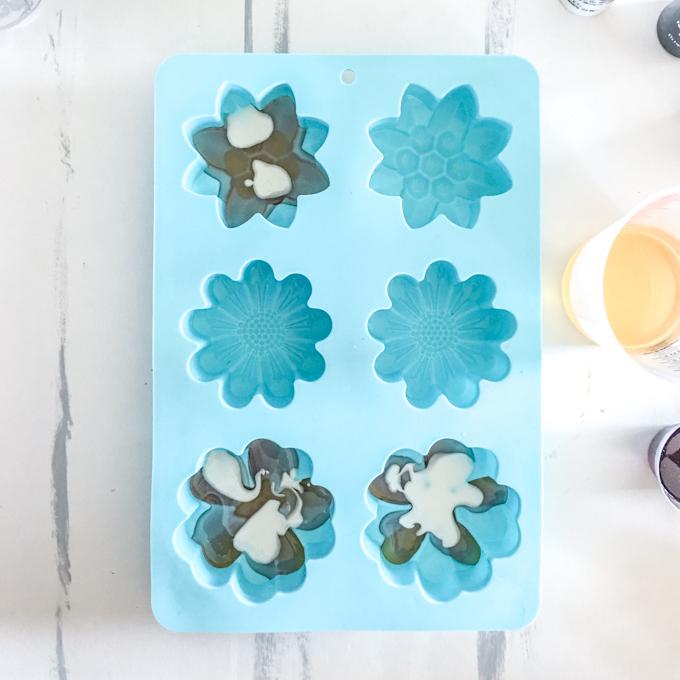 DIY Flower Resin Mason Jar Topper