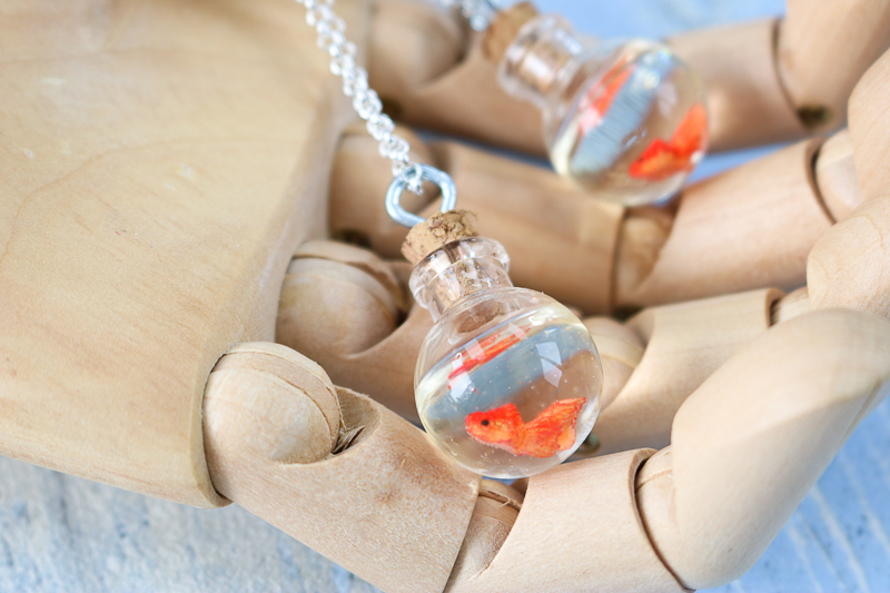 make a gold fish necklace