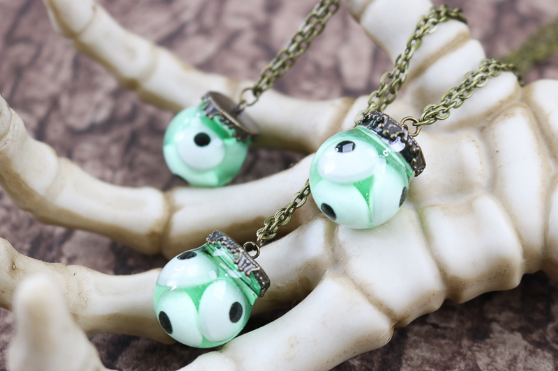 how to make a halloween eyeball necklace