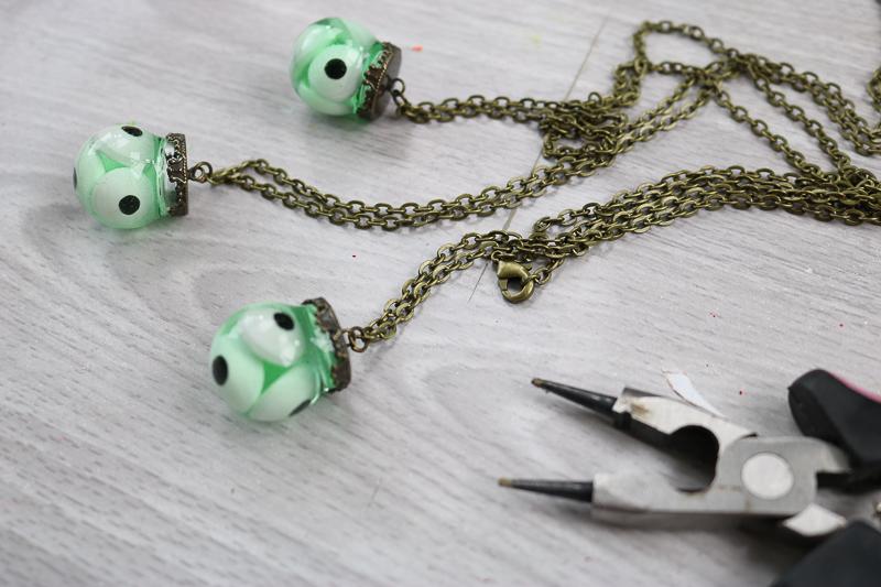 adding chain to halloween eyeball necklace