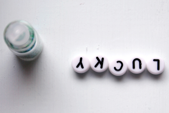 Alphabet beads with sparkly glitter for resin keychain