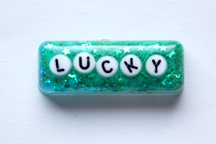Make a resin keychain with alphabet beads