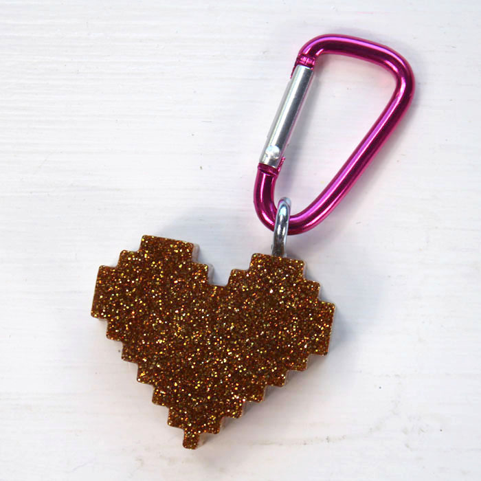I used 4 shades of glistening gold, copper and rose gold glitter to give these pixel heart keychains their depth and shiny finish.