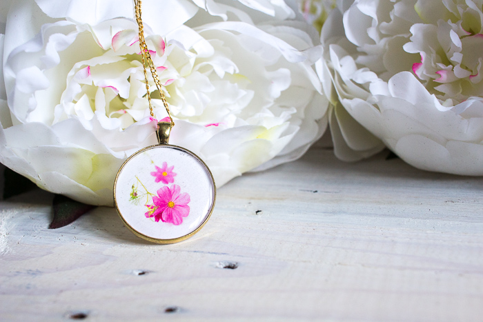 Gorgeous DIY resin jewelry gift idea. Learn how to make your own birth month flower pendant with floral photos and resin.