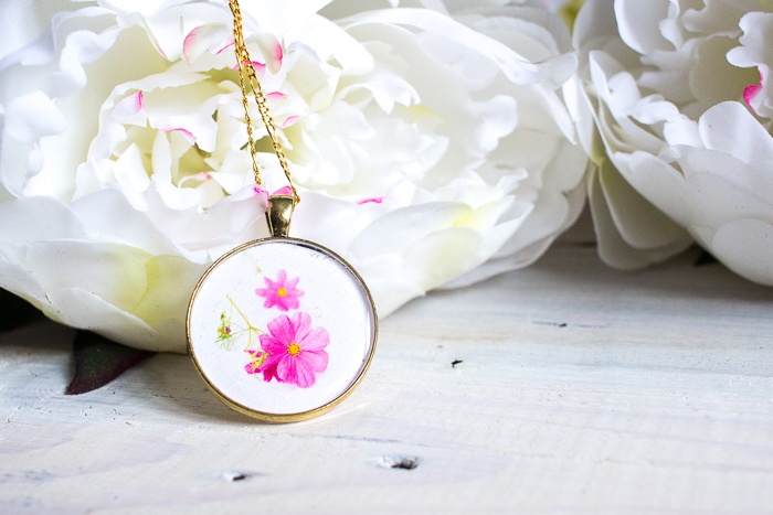 Thoughtful and gorgeous DIY resin jewelry. Learn how to make a birth month flower pendant with floral photos and resin. Great birthday, Mother's Day or Christmas gift idea for her.
