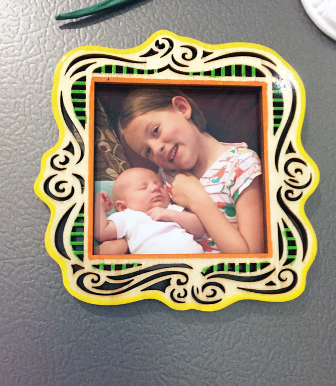 Shiny Wood Cutouts - Magnet Picture frame