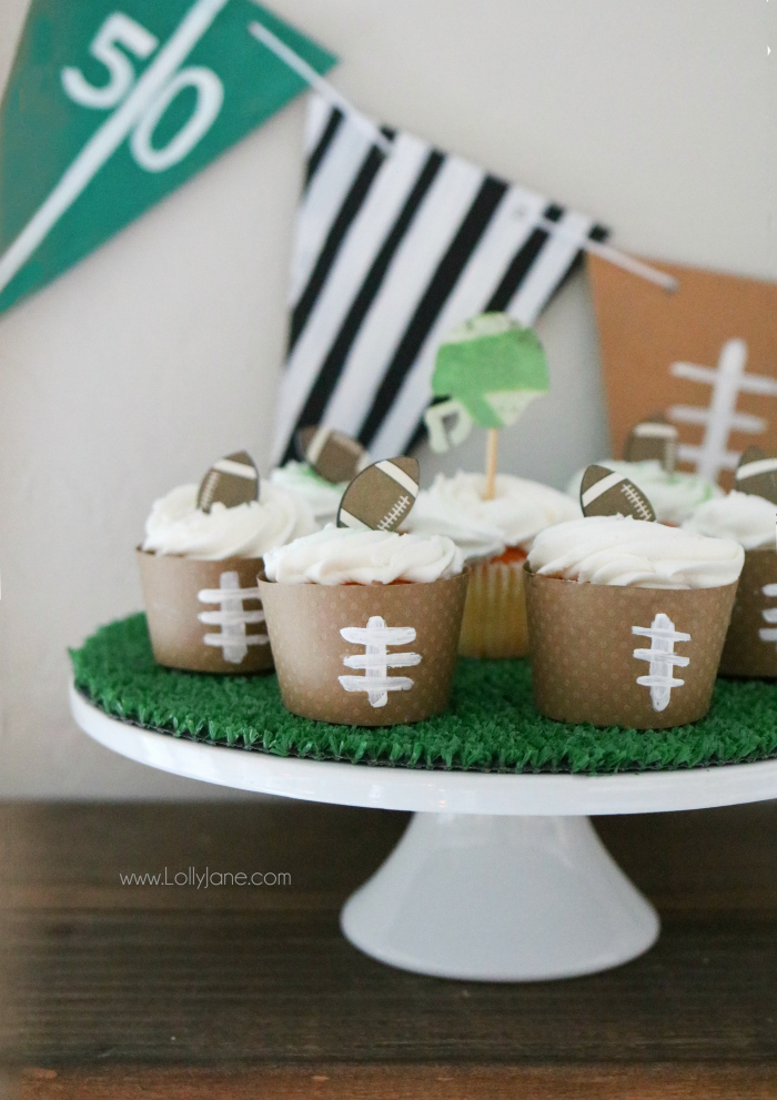 Resin Crafts | DIY Crafts | DIY Decor | Football Decor | Football Crafts | Football Parties | Superbowl Crafts |