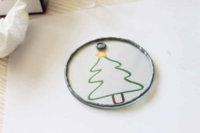 These faux stained glass Christmas ornaments are perfect for your tree! Including a free template to trace!