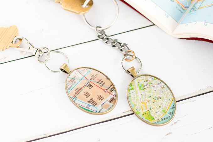 envirotex resin keychain | DIY gift idea for him | Craft ideas using maps | Valentine's gift idea #resincrafts #resincraftsblog