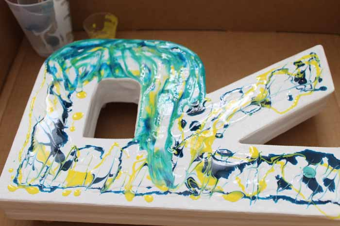 How to make a marbled monogram with resin - an easy way to add marbling to any surface!