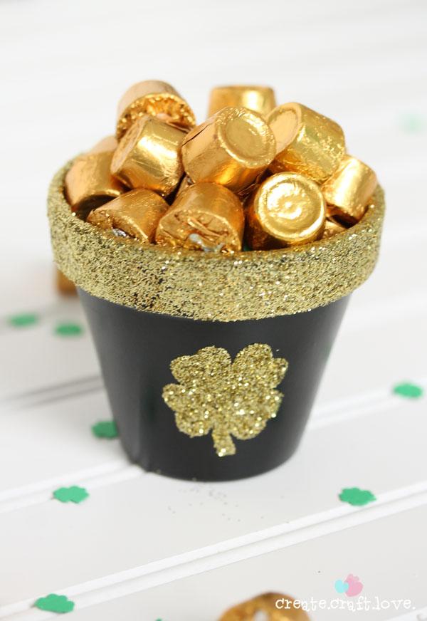 10 Fun St. Patrick's Day DIY Ideas - Resin Crafts
