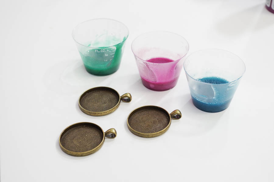 Sparkling Dripped Resin Pendants - add metallic paint to resin - use three colors