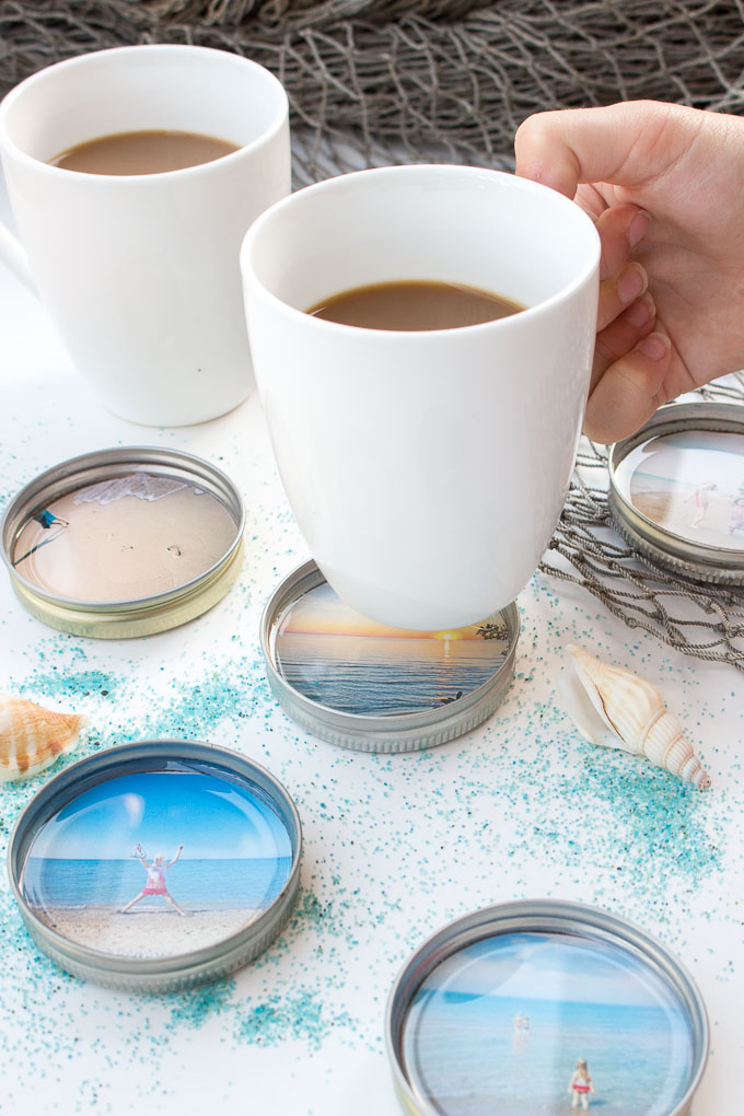 So CUTE! DIY photo coasters with resin and mason jar lids as a summer keepsake. #resincrafts #keepsake #giftidea #masonjarcrafts