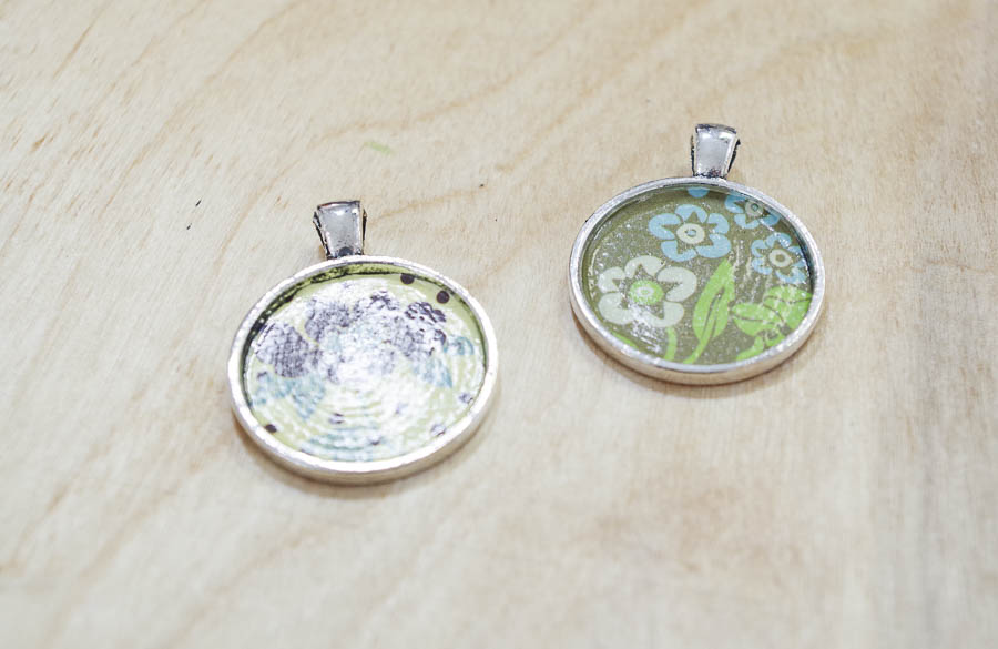 DIY paper and resin pendants - let decoupage dry
