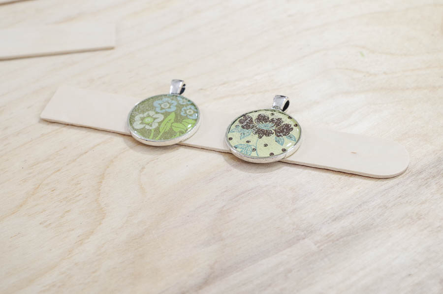 DIY paper and resin pendants - pop bubbles by exhaling over the pendants