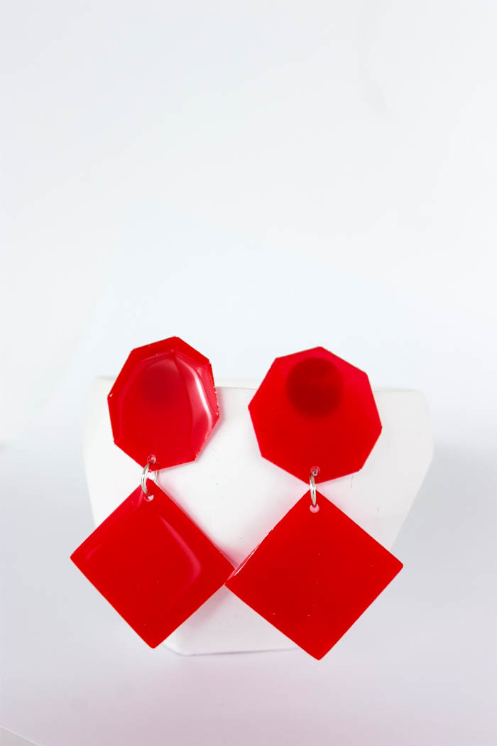 Create beautiful resinstatement earrings that are simple to customize in different shapes and colors!