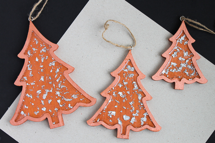 Make these copper tree ornaments for your Christmas tree this holiday season! #christmas #christmastree #christmasornaments