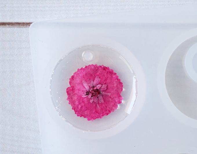 DIY Resin Flower Keychains Flower in Mold
