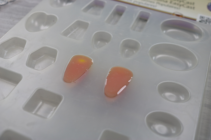 resin curing in jewelry mold
