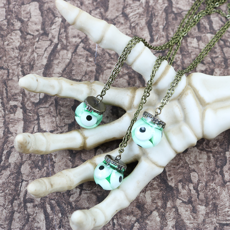 how to make a halloween necklace