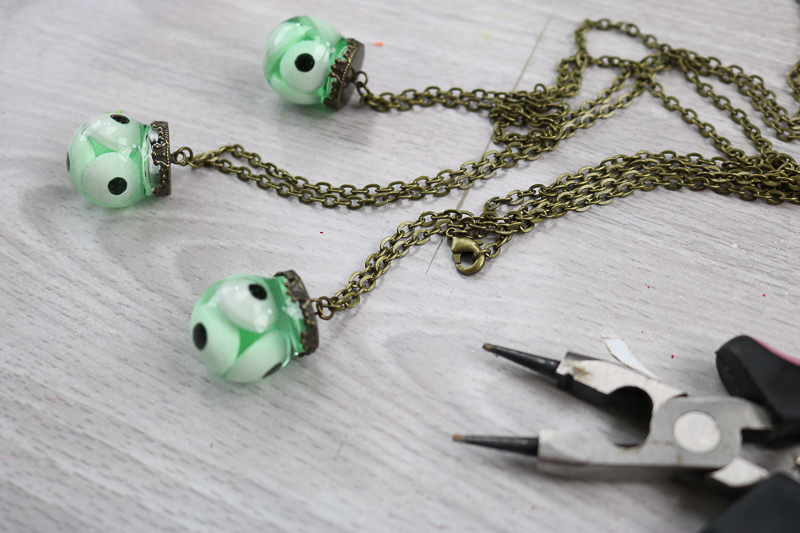 adding chain to halloween eyeball necklace