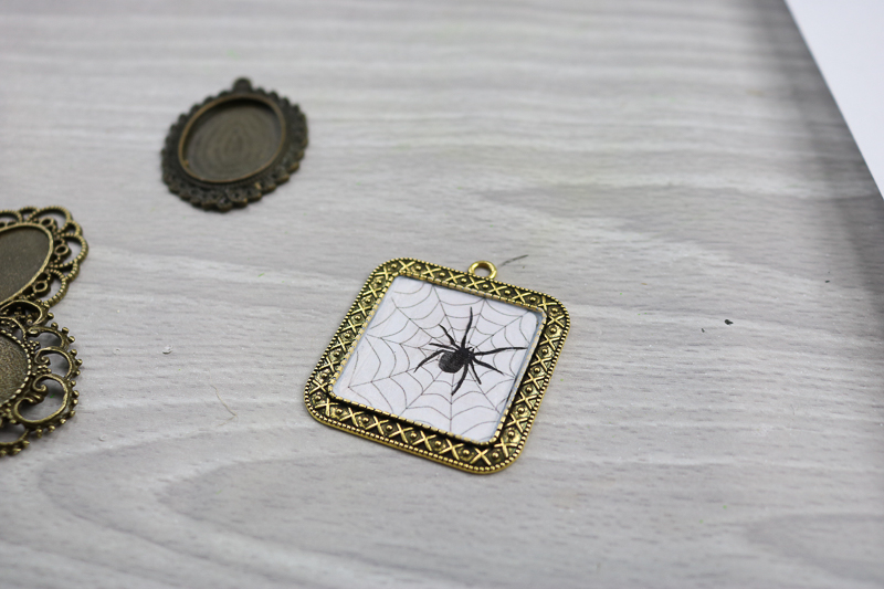 halloween spider necklace