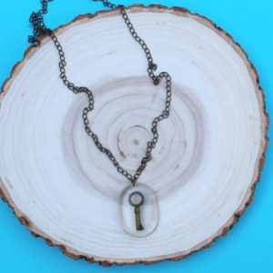 Skeleton Key in Resin Necklace DIY