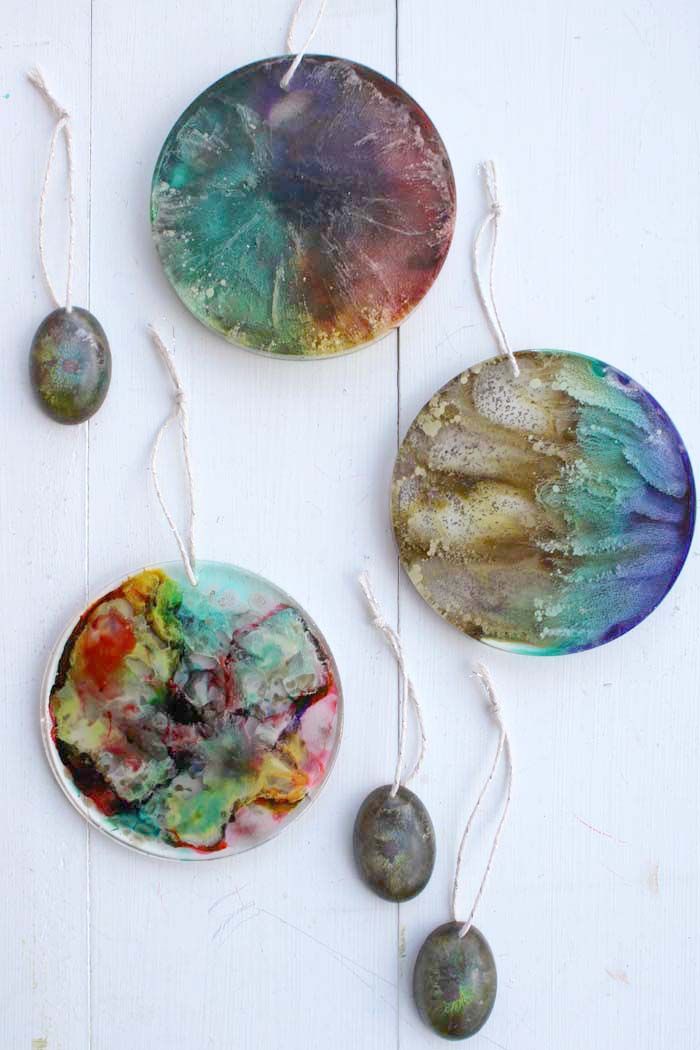 Make resin alcohol ink Christmas tree ornaments. They are stunning and especially colorful, plus they add a dream catcher/stain glass quality to the Christmas decorations. Resin alcohol ink ornaments are easy to make and are great for resin beginners to experts.