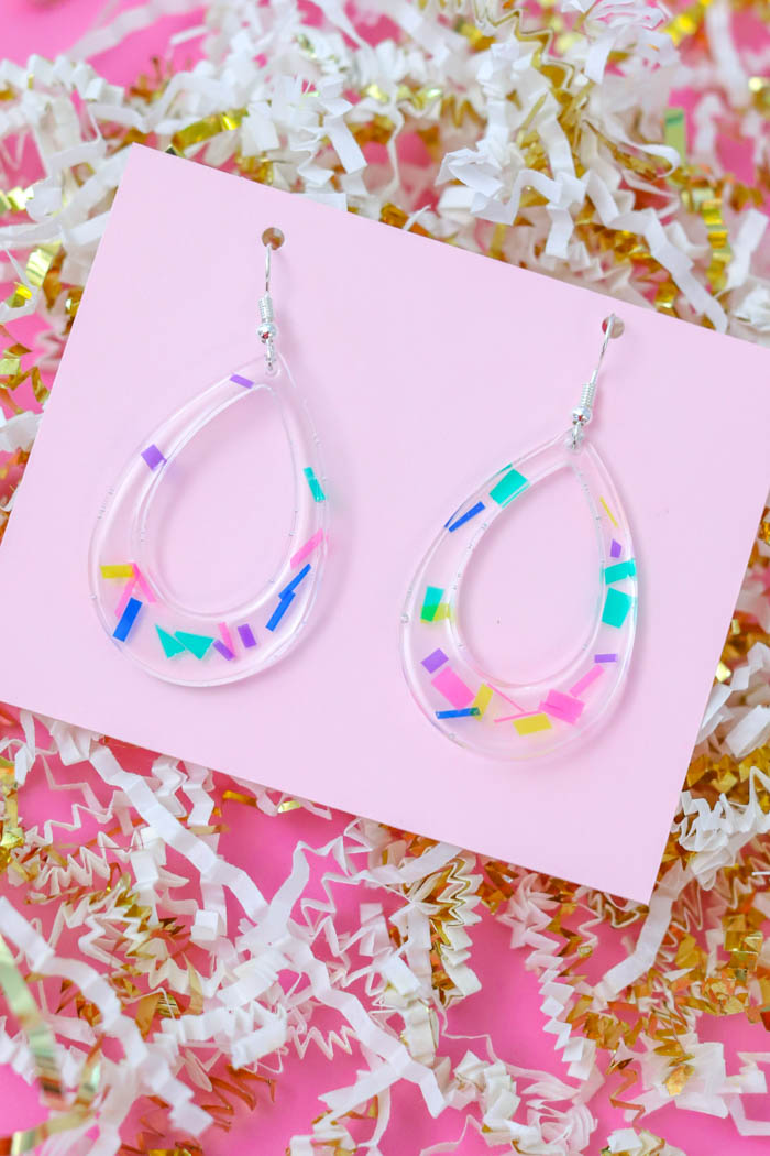 Make fun and playful resin confetti earrings using EasyCast Clear Casting Epoxy and colorful acetate paper!