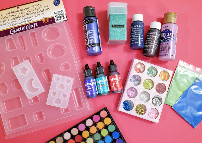 Ways to color resin
