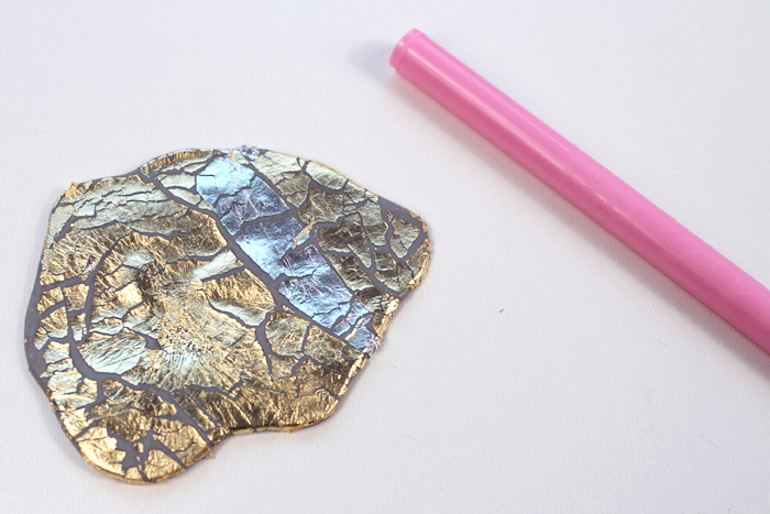 Roll out the clay gently to show cracks in the gold leafing.