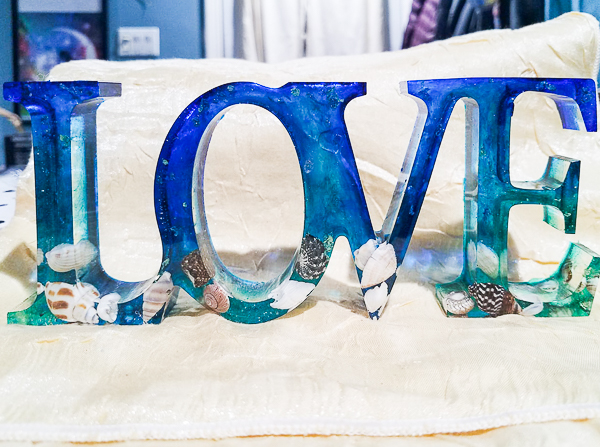 Vacation Seashells Love sign