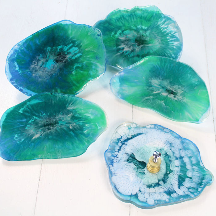 Pick your favorite colors for your agate slices, make them match your room or furniture.