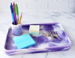 DIY Marbled Resin Tray made with EasyCast