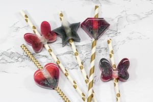 DIY Resin Straw Toppers are such a fun resin craft for beginners and experts alike! Use EasyCast Clear Casting Epoxy to create these cute marbled straw toppers.