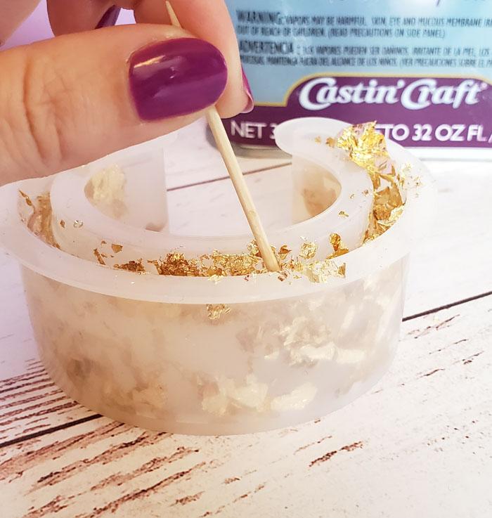 make glitter bracelet