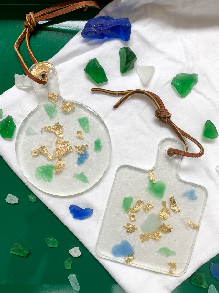 Use sea glass and gold leaf flakes to make beautiful resin trinket trays! These resin trays are beautiful and also useful. Castin' Craft clear polyester casting resin makes it easy to embed objects in resin and create lovely keepsakes like these trinket trays.